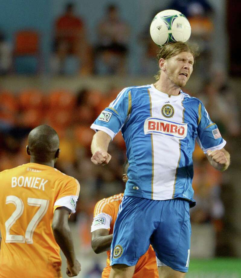 Philadelphia Union forward Aaron Wheeler goes up for a header over Houston Dynamo midfielder Boniek Garcia. Photo: Smiley N. Pool, Houston Chronicle / © 2013  Houston Chronicle