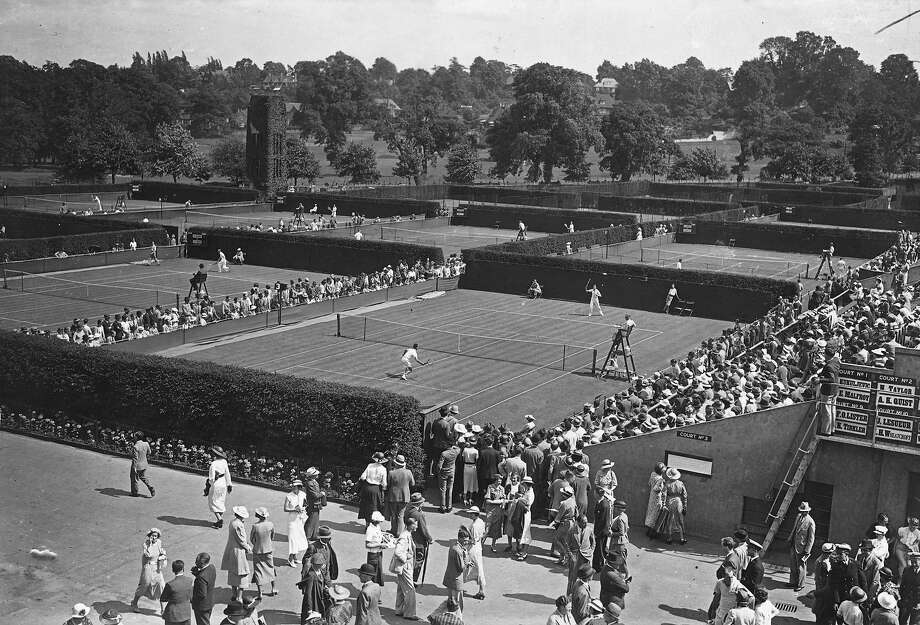 The outside courts look almost the same at the All-England Club, Wimbledon. Photo: Topical Press Agency, Getty Images / Hulton Archive