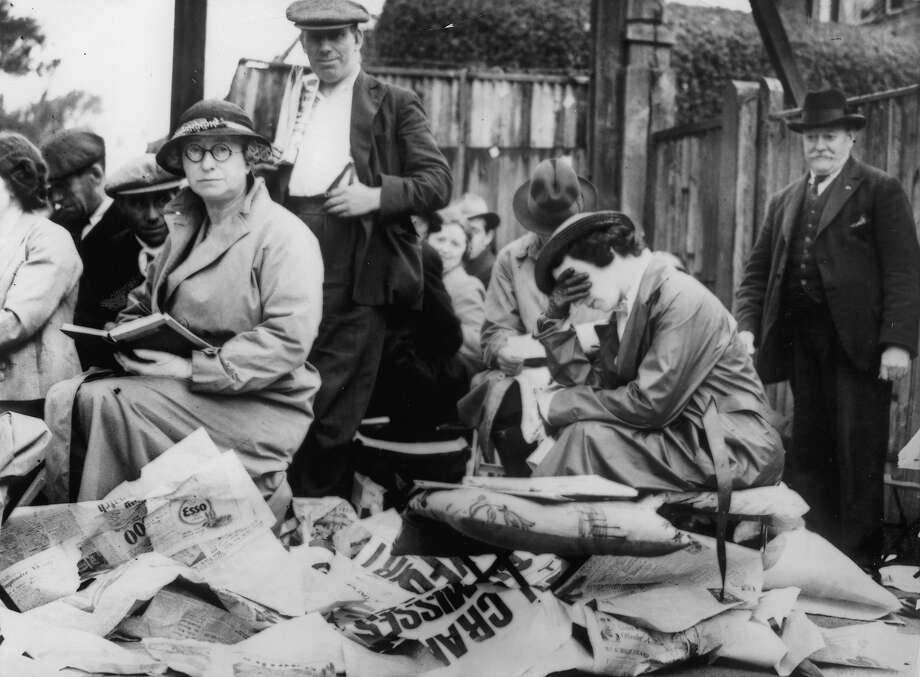 Fans waiting through the night for the entrance to the Wimbledon Tennis Championships in 1936. Photo: Imagno, Getty Images / Hulton Archive