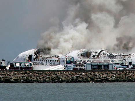 Smokes rises from Asiana Flight 214 after it crashed at San Francisco International Airport in San Francisco, Saturday, July 6, 2013. Photo: John Green, AP / San Jose Mercury News