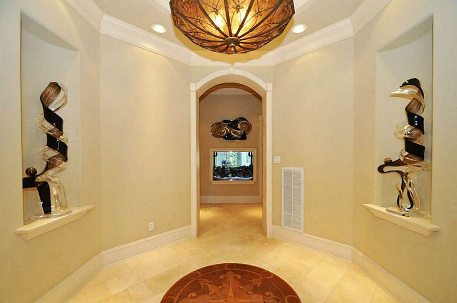 The home comes with a grand entrance to the master bedrooms. The entrance has a built-in salt water fish tank.