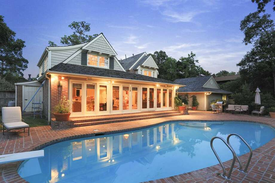 This Seabrook home featuresthree bedrooms and four bathrooms with more than 4,000 of living space. It also within feet of Taylor Lake.