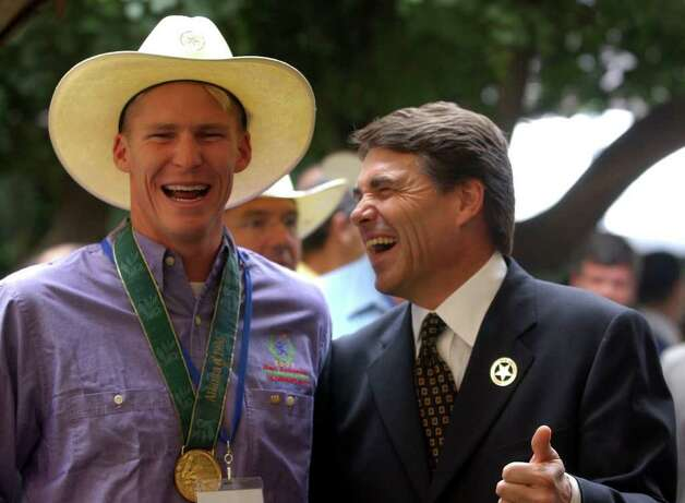 San Antonio Olympic medalist Josh Davis and Texas Governor Rick Perry enjoy a laugh during the San Antonio Bid Committee luncheon at the Camino Real in Mexico City, Aug. 23, 2002. The Texas-style lunch was part of the Pan American Sports Organization general assembly meeting.  Photo: JERRY LARA, SAN ANTONIO EXPRESS-NEWS / SAN ANTONIO EXPRESS-NEWS