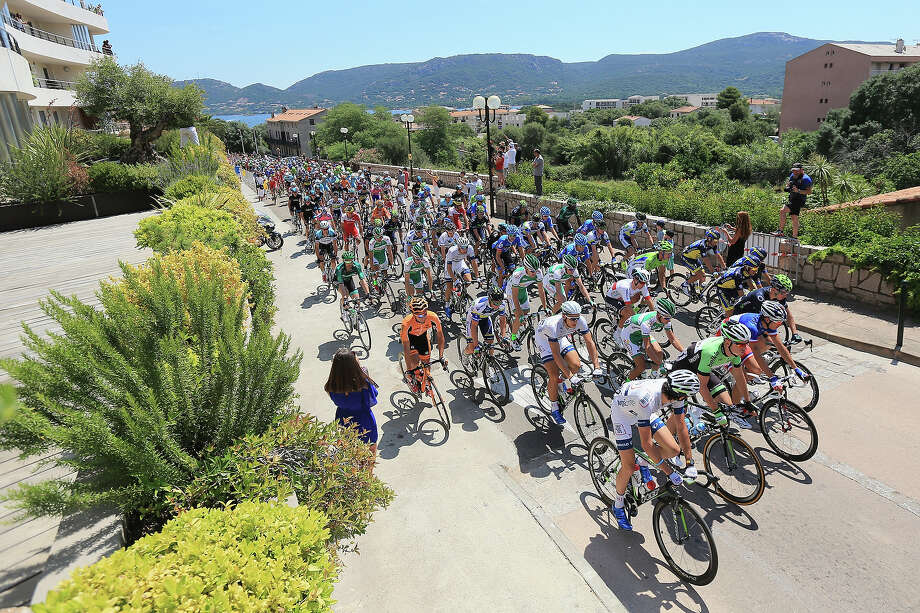 General view of the peloton as they leave the start of stage one of the 2013 Tour de France, a 213KM road stage from Porto-Vecchio to Bastia, on June 29, 2013 in Porto Vecchio, France. Photo: Doug Pensinger, Getty Images / 2013 Getty Images