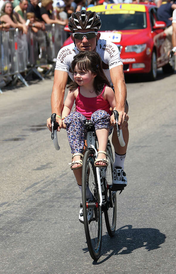 Samuel Dumoulin of France and Team AG2R La Mondiale with his daughter Sienna Dumoulin gets ready for the Stage Six during the Tour de France 2013, the 100th Tour de France, a 176,5KM road stage between Aix-en-Provence and Montpellier on July 4, 2013 in Aix-en-Provence, France. Photo: John Berry, Getty Images / 2013 John Berry