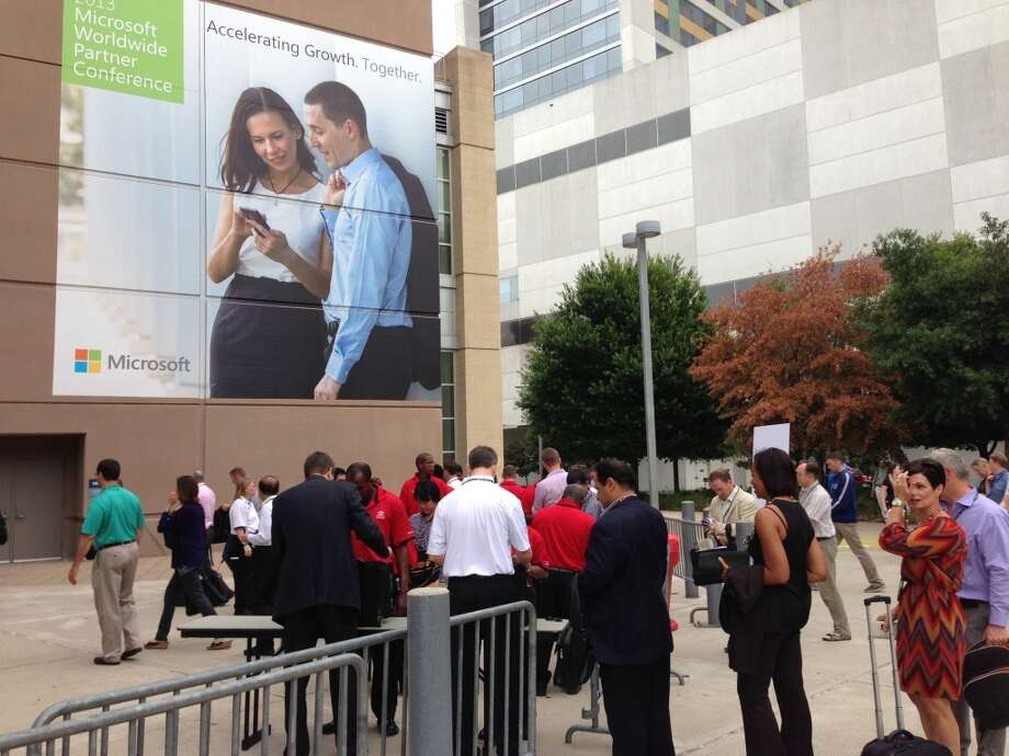 Attendees line up to get into the keynote at the Toyota Center.