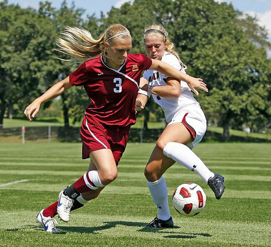 Taylor Uhl (left) had 21 goals and 51 points last year. She will be eligible to play for Stanford immediately because Minnesota granted her release. Photo: University Of Minnesota Athletic