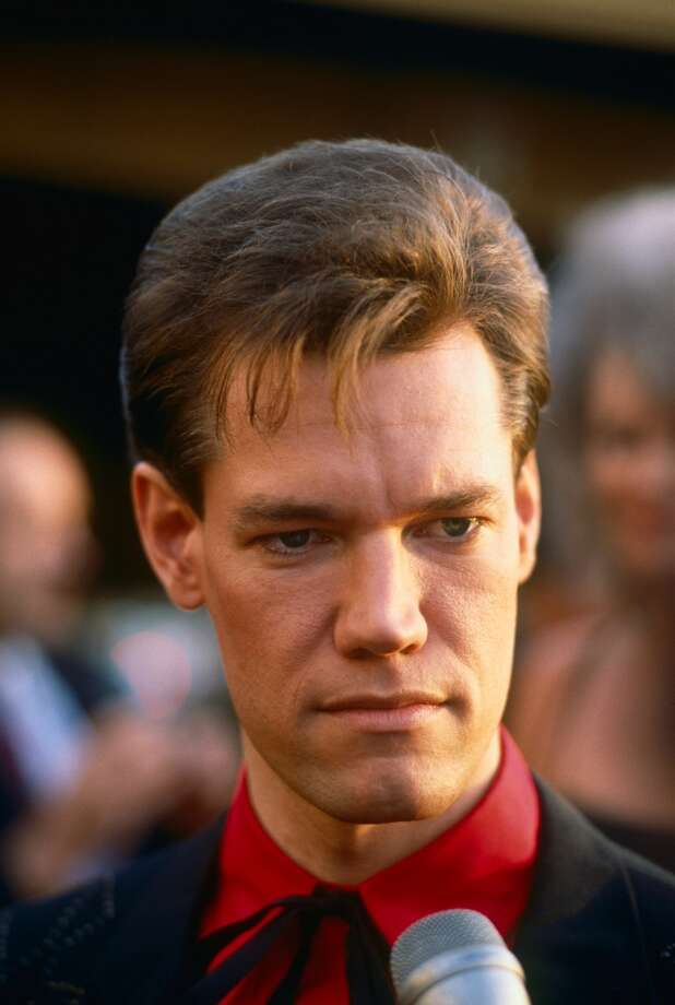 \Country music singer Randy Travis is interviewed on the red carpet at the 1989 Beverly Hills, California, People's Choice Awards (Photo by George Rose/Getty Images)