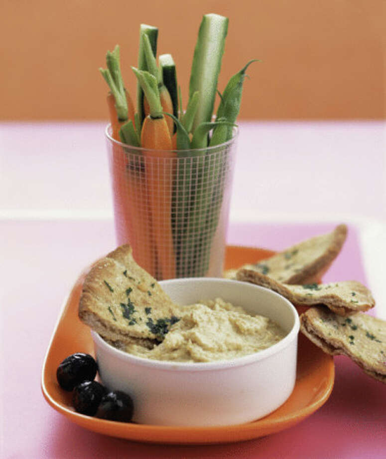 Hummus has protein, is easy to travel with and is a great snack. Photo: Alison Miksch, Getty Images / (c) Alison Miksch