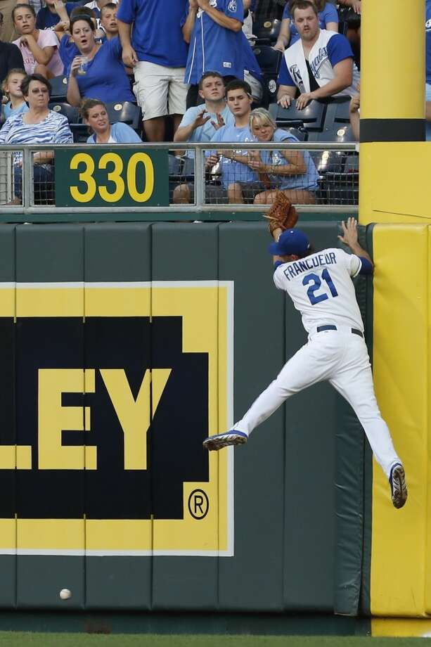 Kansas City Royals right fielder Jeff Francoeur misses a fly ball hit by Chicago White Sox's Conor Gillaspie during the third inning of a baseball game at Kauffman Stadium in Kansas City, Mo., Friday, June 21, 2013.