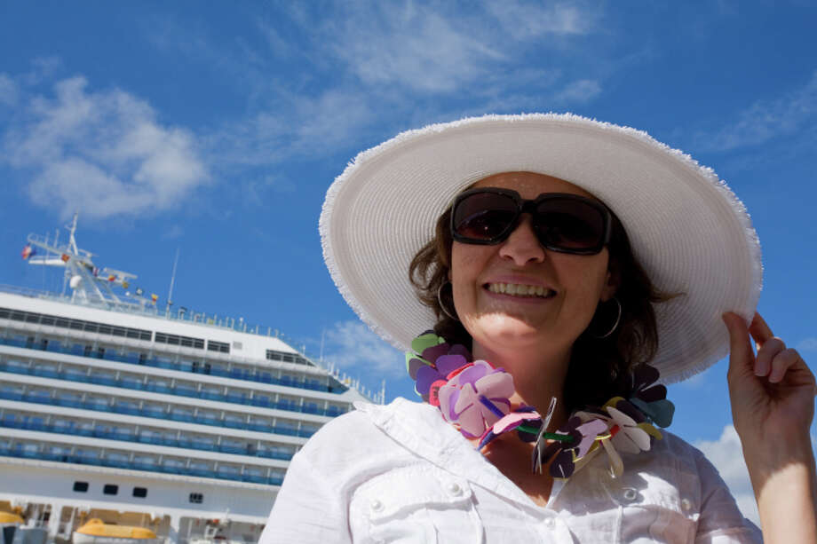 They come off the cruise ships ready for action, in white windbreakers and big hats ... Photo: ALEAIMAGE, Getty Images / (c) ALEAIMAGE