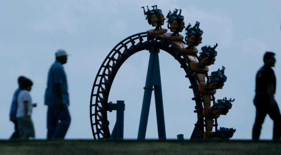 AstroWorld attendees enter the theme park for the last time as people enjoy the 'Serial Thriller' roller coaster on AstroWorld's last day open to the public on Sunday, Oct. 30, 2005 in Houston, TX. Photo: Mayra Beltran, Houston Chronicle / Houston Chronicle