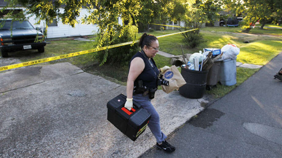 Jacinto City police say a 15-year-old boy told officers he fatally stabbed his 31-year-old mom in her bed. She sustained multiple stab wounds to the chest and arms. Photo: Cody Duty / Houston Chronicle