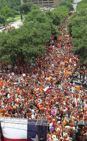 Thousands are drawn to the Stand Up With Texas Women Rally at State Capitol before the start of  the second special session, Monday, July 1, 2013. The anti-abortion legislation rally drew thousands of supporters. Photo: San Antonio Express-News / ©2013 San Antonio Express-News
