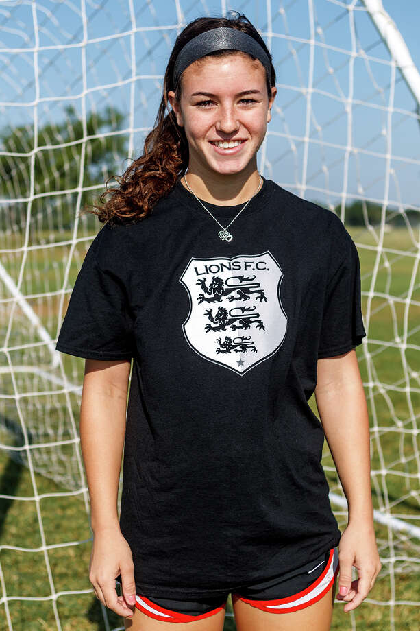 Lions FC '96's Rachel Gurinsky of Churchill Photo: Marvin Pfeiffer, San Antonio Express-News / Express-News 2013