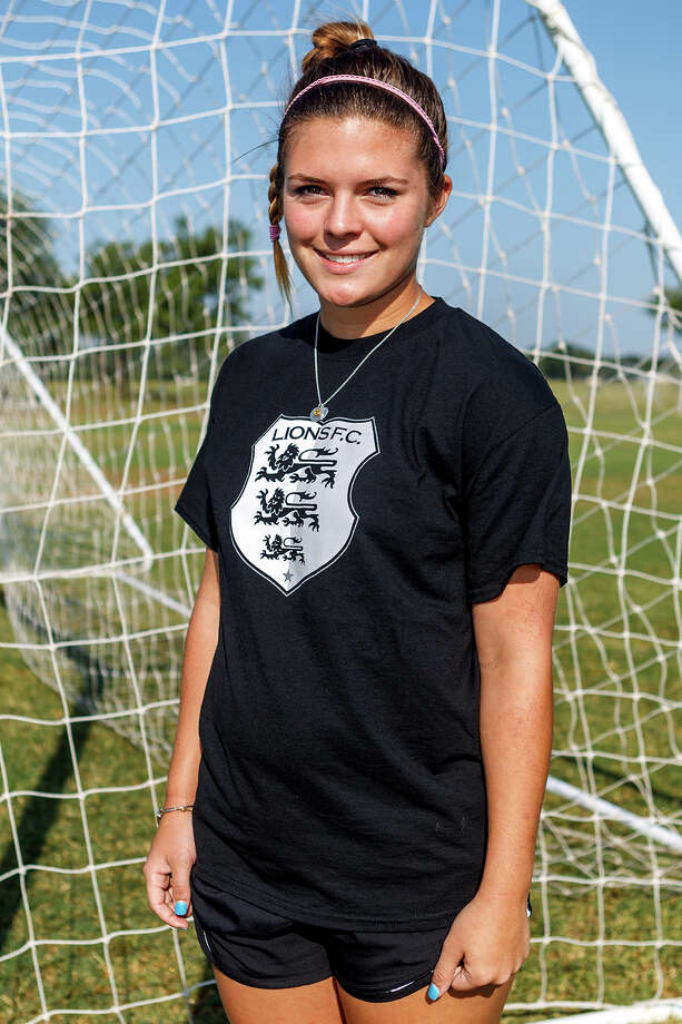 Lions FC '96's Lorin Burton of Reagan Photo: Marvin Pfeiffer, San Antonio Express-News / Express-News 2013