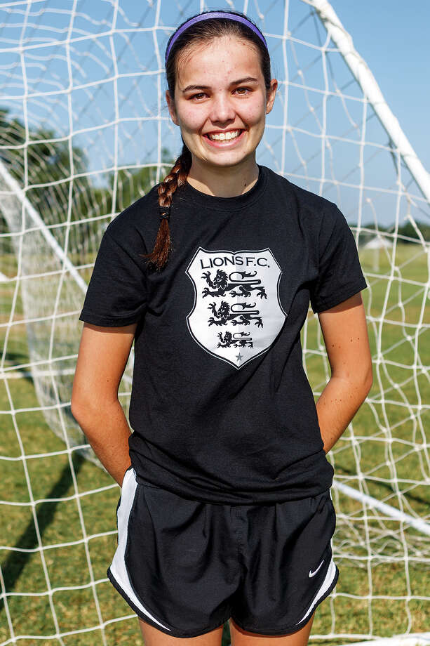 Lions FC '96's Allison Crabbe of Reagan Photo: Marvin Pfeiffer, San Antonio Express-News / Express-News 2013