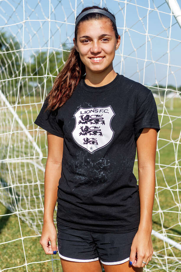Lions FC '96's Katelyn Fouse of Smithson Valley Photo: Marvin Pfeiffer, San Antonio Express-News / Express-News 2013