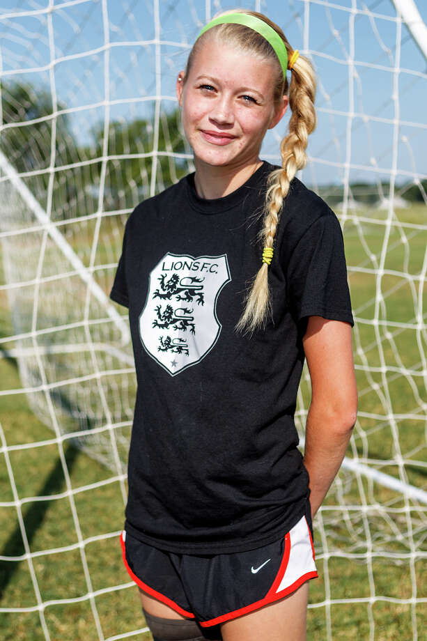 Lions FC '96's Sydney Joyce of MacArthur Photo: Marvin Pfeiffer, San Antonio Express-News / Express-News 2013