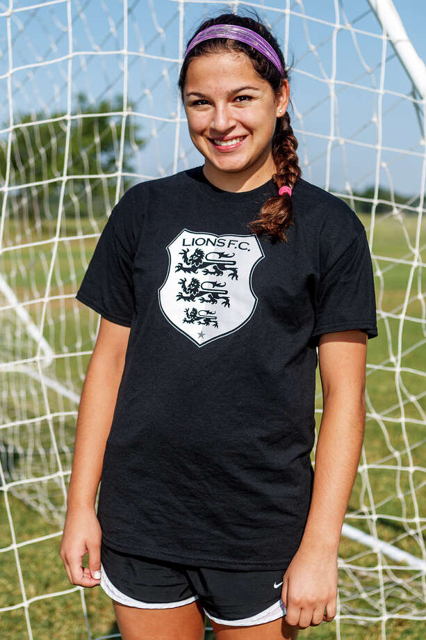 Lions FC '96's Amberly Wilborn of MacArthur Photo: Marvin Pfeiffer, San Antonio Express-News / Express-News 2013