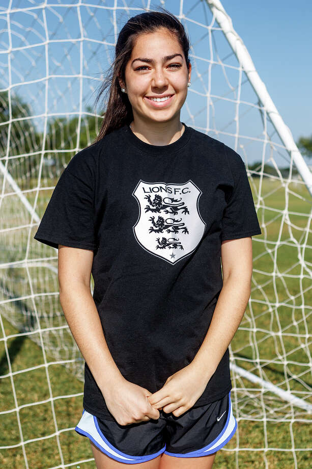 Lions FC '96's Mackenzie Vasile of MacArthur Photo: Marvin Pfeiffer, San Antonio Express-News / Express-News 2013
