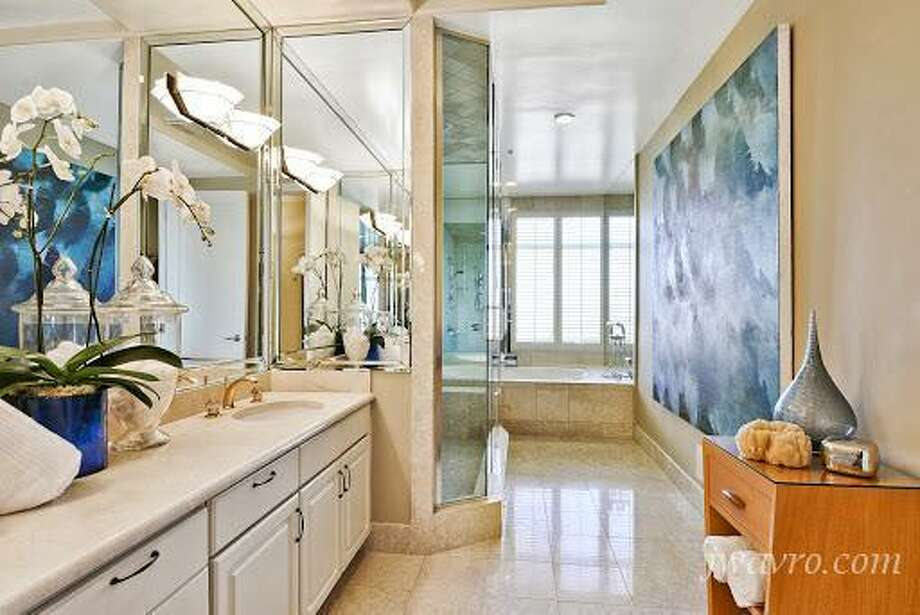 Tasteful nautical theme in the bath. Photos via J Wavro/Trulia.