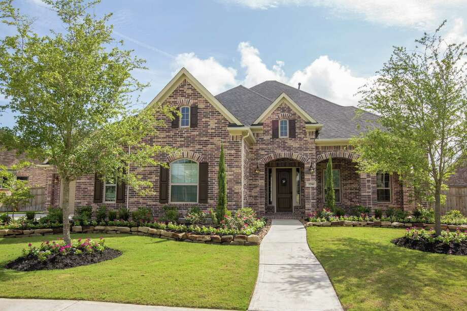 Village Builders has been recognized as Houston's luxury home builder for more than 40 years and offers homes from the mid-$200,000s to the low $600,000s. State-of-the-art designs boast spacious master suites, game and media rooms, and outdoor kitchens.