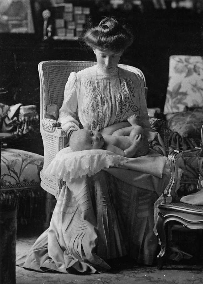A portrait shot of Elisabeth of Bavaria, Queen of Belgium (1876 - 1965), holding her son Prince Charles, Count of Flanders, Prince of Belgium (1903 - 1983), Belgium, 1903.  Photo: Keystone, Getty Images