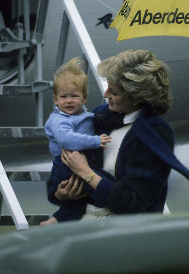 Princess Diana arrives with her son Prince Harry at Aberdeen Airport, Scotland on March 14, 1986. Photo: Georges DeKeerle, Getty Images