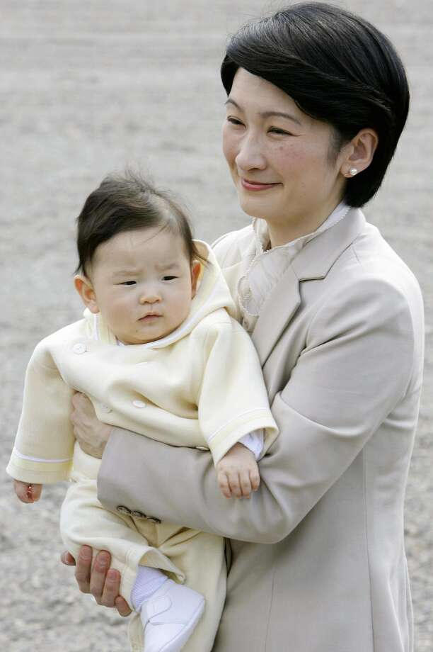 Prince Hisahito, carried by his mother Princess Kiko, arrives at the imperial farm in Takanezawa, North of Tokyo, March 29, 2007. Photo: AFP/Getty Images