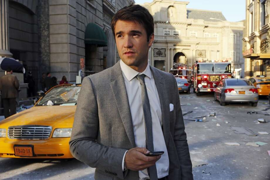 "Joshua Bowman of ""Revenge"" is from England."