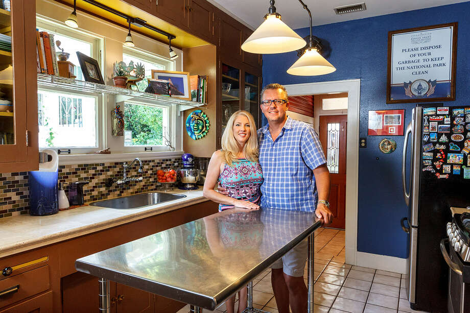 Amy and Tad Bednarz enjoy  the cheery kitchen  in their Monte Vista home, where Amy has been known to make a mean batch of chili. Photo: Marvin Pfeiffer / San Antonio Express-News