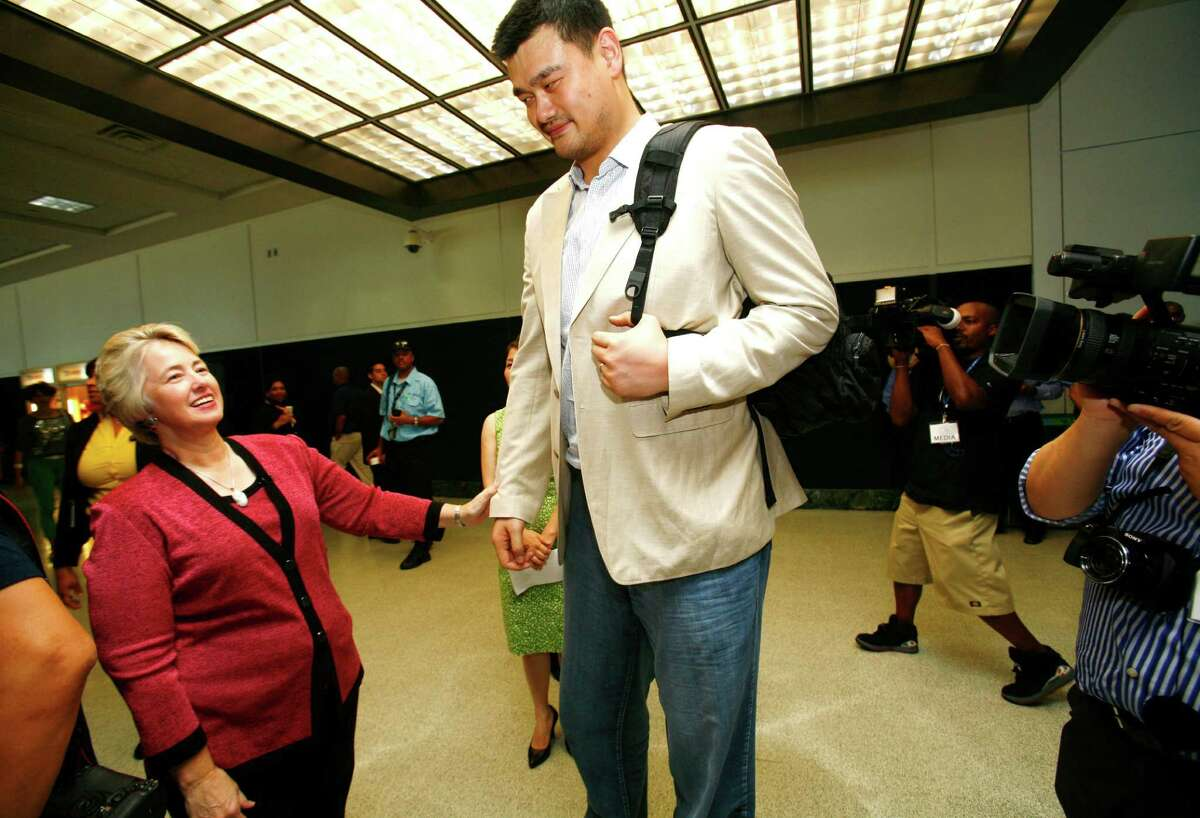 (l-r) Houston Mayor Annise Parker greets former Houston Rockets center Yao Ming after The inaugural flight of Air China arrived at George Bush Intercontinental from Beijing Capital International Airport with Yao Ming as a passenger Thursday, July 11, 2013. The unprecedented partnership between Houston and China opens a new gateway and solidly connects business and leisure travelers between the fourth largest city in the U.S. and mainland China.