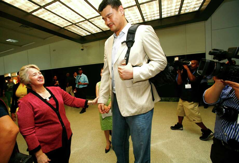 (l-r) Houston Mayor Annise Parker greets former Houston Rockets center Yao Ming after The inaugural flight of Air China arrived at George Bush Intercontinental from Beijing Capital International Airport with Yao Ming as a passenger Thursday, July 11, 2013. The unprecedented partnership between Houston and China opens a new gateway and solidly connects business and leisure travelers between the fourth largest city in the U.S. and mainland China. Photo: Billy Smith II / © 2013 Houston Chronicle
