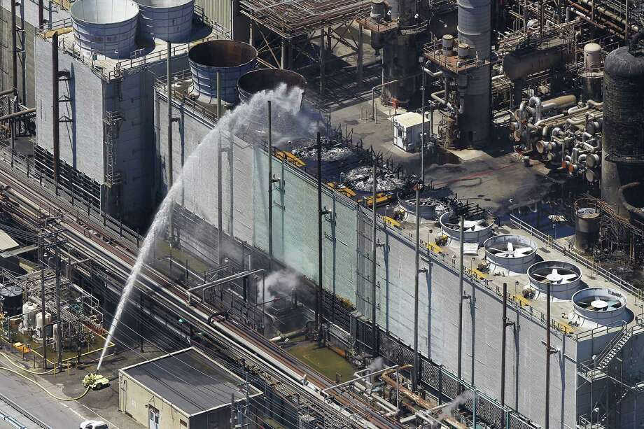 California was urged to overhaul its regulation of oil refineries to prevent another incident like the fire at a Chevron refinery in Richmond, Calif., last August. Photo: McClatchy-Tribune News Service