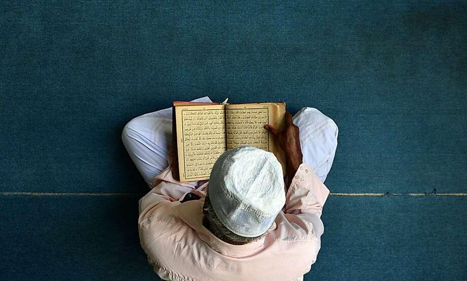 A Sri Lankan Muslim praysafter breaking his Ramadan fast at a mosque in Colombo. Photo: Ishara S.kodikara, AFP/Getty Images