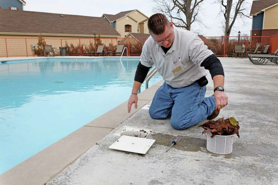 fall pool service Photo: Ernest Prim / Hemera
