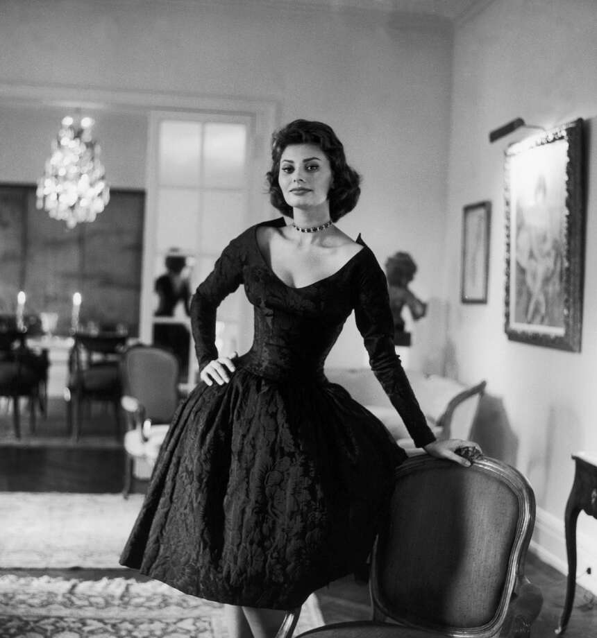 Portrait of Sophia Loren in a big flat on Park Avenue in New York where she was living with her husband, producer Carlo Ponti, 1958. (Photo by Keystone-France/Gamma-Keystone via Getty Images)