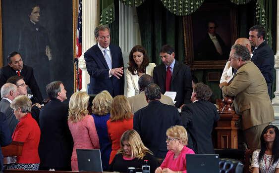 Lt. Governor David Dewhurst presides over a huddle of senators after a point of order was brought up as the Senate debates passage of abortion legislation on July 12, 2013. Photo: TOM REEL