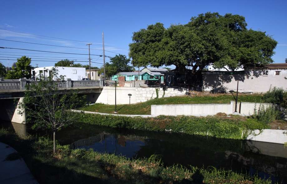 The building that housed the former Taco Land club at 103 Grayson St., seen Wednesday, Aug. 3, 2011, has new ownership, which is looking for an entity to take over. Downtown developer David Adleman and San Antonio-native and television star Ricardo Chavira are partners on the project. They aren't looking to develop the property themselves but are looking for someone to possibly create another venue that resembles Taco Land.