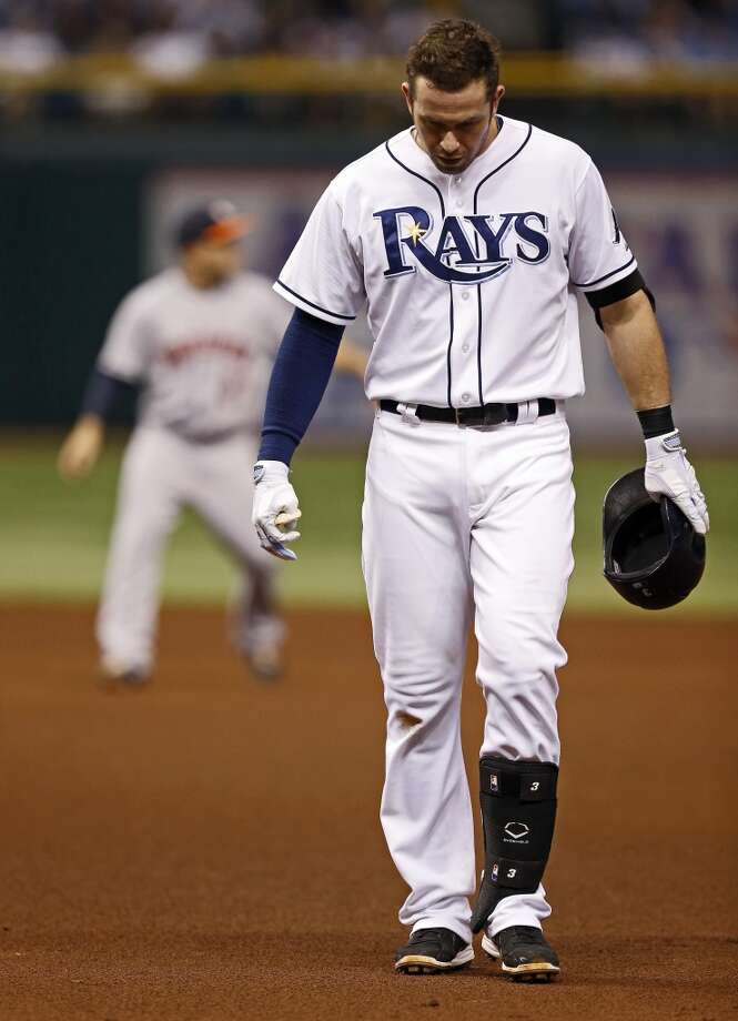 Evan Longoria reacts after flying out to end the fourth inning.