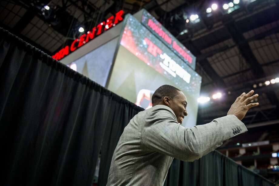 Rockets center Dwight Howard waves as he's introduced. Photo: Smiley N. Pool, Houston Chronicle