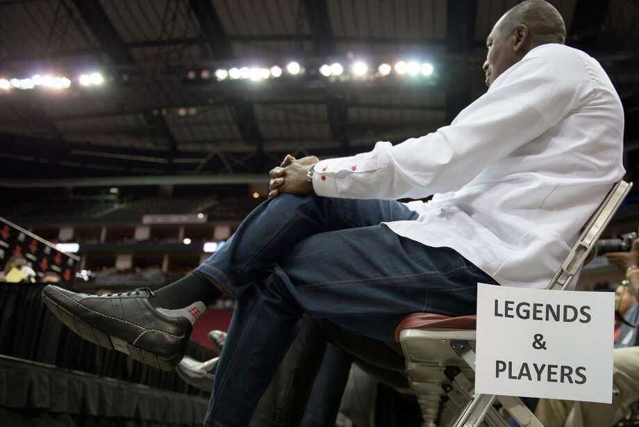 Former Rockets center Hakeem Olajuwon watches the Dwight Howard festivities. Photo: Smiley N. Pool, Housoton Chronicle