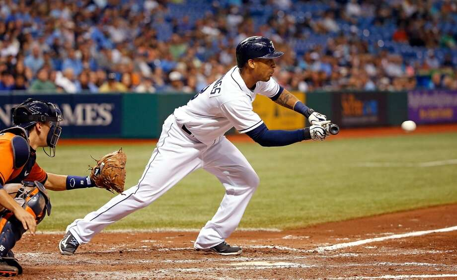 Desmond Jennings squeezes home the tying run in the fifth inning.