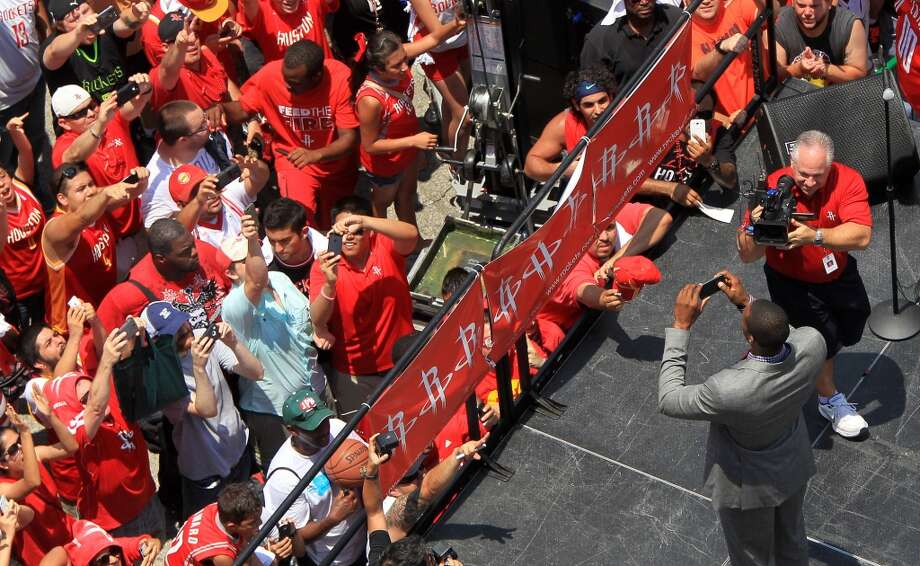 Dwight Howard takes a photo of the throng of fans. Photo: Karen Warren, Houston Chronicle