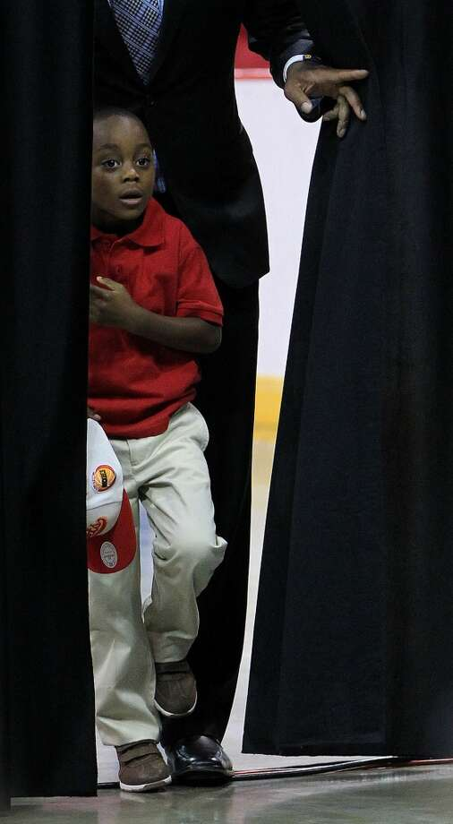Braylon Howard, 5, Dwight Howard's son, comes in from behind the curtain during the press conference. Photo: Karen Warren, Houston Chronicle
