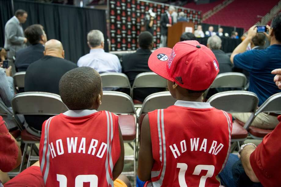 A pair of youngsters wear Dwight Howard jerseys during a press conference. Photo: Smiley N. Pool, Houston Chronicle