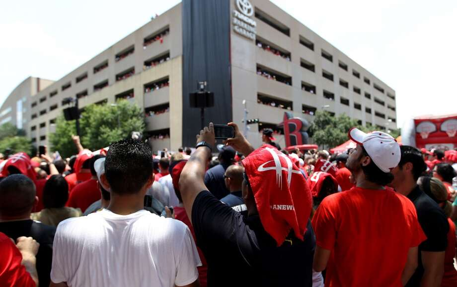 Houston Rockets fans take photos as Dwight Howard takes the outdoor stage. Photo: Karen Warren, Houston Chronicle