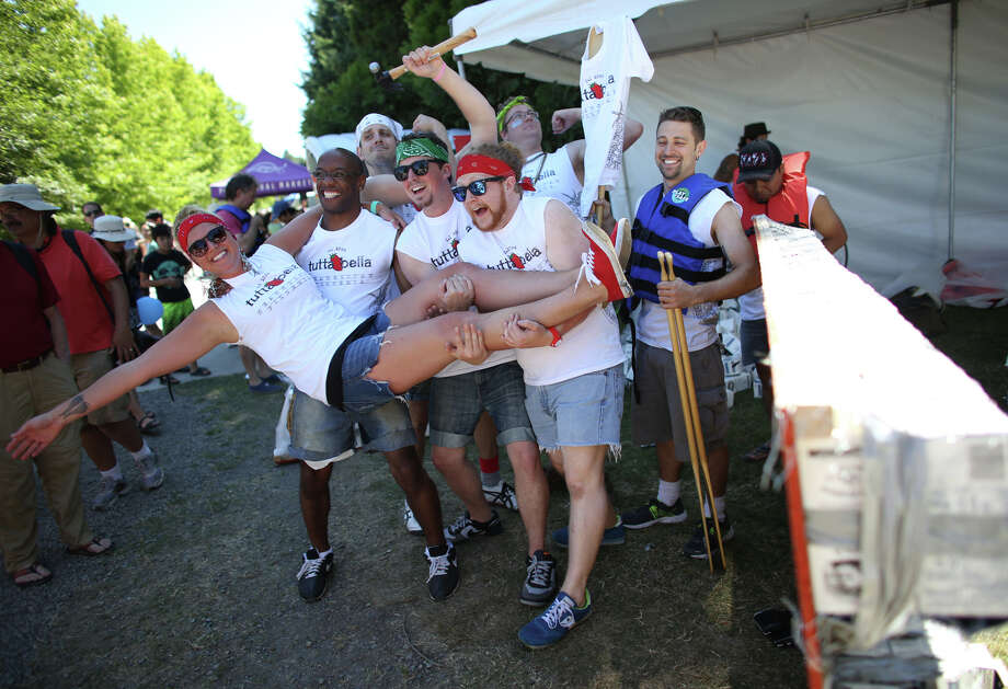 The team from Tutta Bella celebrate after building their boat in 45 minutes. Photo: JOSHUA TRUJILLO, SEATTLEPI.COM