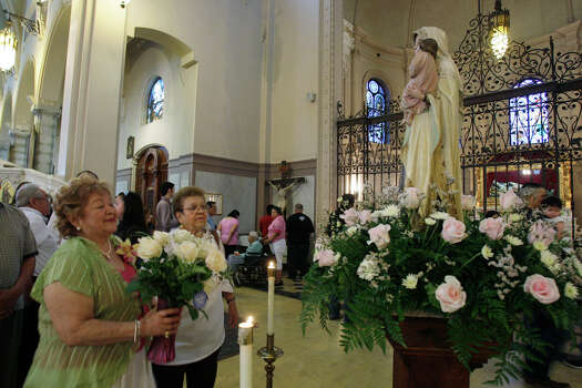 Faithfull bring flowers for Our Lady of Mount Carmel after a Mother's Day Mass at the Basilica of the National Shrine of the Little Flower, Sunday, May 10, 2009. Photo: JERRY LARA, San Antonio Express-News / glara@express-news.net